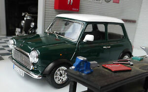 Austin Rover Mini Classic Cooper Green 1:24 Scale Diecast Model Burago 22011G