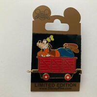 WDW - Gold Card Character Train - Car Carrier - Goofy - LE 1500 Disney Pin 60270