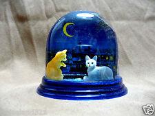 Schneekugel Katzen vor dem Nachthimmel Glitzer wurde in Deutschland hergestellt