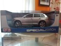 Modellino Maisto Grigio Porsce Cayenne Turbo Exclusive special edition 1/18