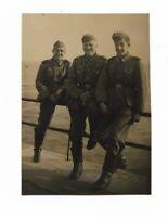 Foto, Drei Soldaten  in Uniform, Mütze,