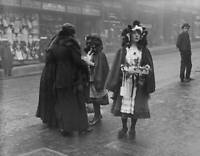 OLD PHOTO of 1916 Irish Colleens Sell Shamrocks For St Patricks Day