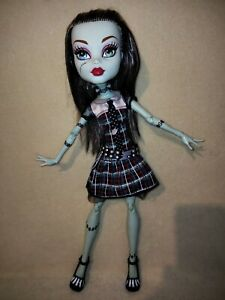 Monster High Frankie Stein - Frightfully Tall. BIGGER,COOLER,AND MORE TO ENJOY!