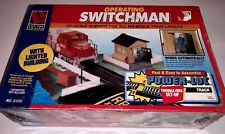 NEW Ho Operating Switchman With Lighted Building #21315 Railroad Accessory