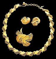 BEAUTIFUL Vtg CROWN TRIFARI PARURE Goldtone Necklace Brooch Earring Set
