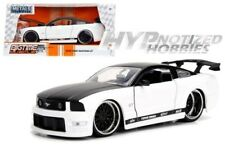 JADA 1:24 2006 FORD MUSTANG GT WITH BLACK TOP DIECAST WHITE 99973