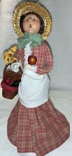 2005 Byers' Choice Exclusive Winterthur - Lady With Picnic Basket