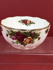 ROYAL ALBERT OLD COUNTRY ROSE Really Nice Fluted  Bowl
