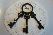 WHIMSICAL VINTAGE WALL PLAQUE KEY HOLDER