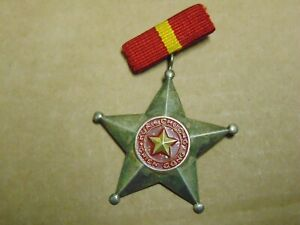 Vietnam War VC Third Class Huan Chuong Chien Cong Medal Of Victory Pin