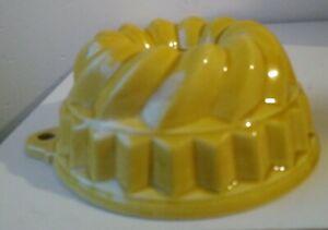 Vintage Ceramic Jelly / Dessert mould ( Short ) Swirl Top- Yellow Kitchen Ware