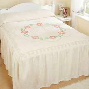 """""""ROMA"""" TRADITIONAL CANDLEWICK CHENILLE FITTED BEDSPREAD WITH VALANCE"""