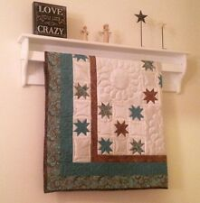 Wall Hanging Quilt Rack Tapestry Display Shelf with Quilt Rod and Blanket or Tow