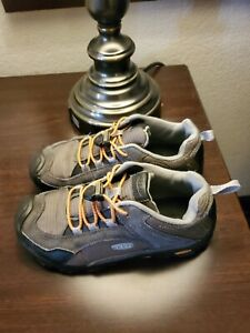 Kids KEEN Hiking Shoes Easy Lace SIZE 4 Kids