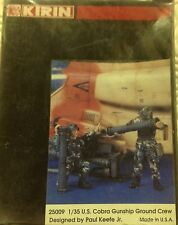 U.S. COBRA GUNSHIP GROUND CREW  (2 figures)  KIRIN (25009) scala 1/35