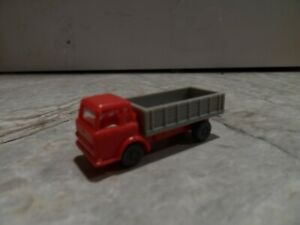 N SCALE  RACK BODY FLAT BED TRUCK  RED