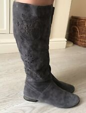 STYLISH GREY SUEDE BOOTS EU 40 / UK 7. Good Condition.
