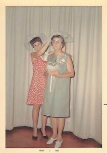 CROWNING THE TREASURER - CLUB WOMEN FASCINATOR HATS CEREMONY VTG FOUND PHOTO 520