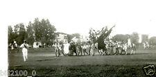 photo ancienne . parade pour un mariage Bédouin .le Colonel Lelong au 1 ier plan