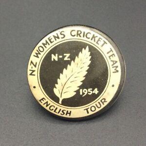 NEW ZEALAND WOMENS CRICKET TEAM 1954 ENGLISH TOUR VINTAGE PIN BADGE VERY RARE