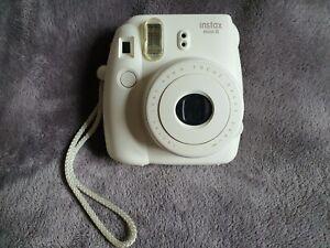 Fujifilm Instax MINI 8 Instant Camera - White / Cream - with 8 shots polaroid