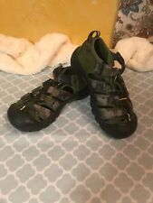 KEEN Sandals Youth Size 1 Waterproof Green Camo Great Condition