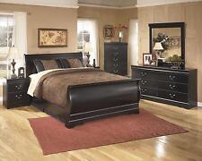 Ashley Huey Vineyard Traditional Style Black Finish 5 Pc Queen Bedroom Set