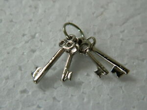 (M3.13)1/12th scale DOLLS HOUSE SET OF FOUR METAL SILVER COLOURED KEYS ON A RING