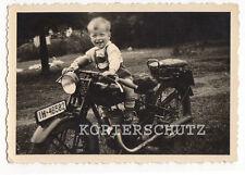 Original Foto Kind auf Oldtimer Motorrad 40iger Jahre
