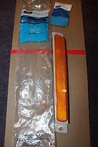 NOS 1989 95 MERCURY SABLE LEFT HAND FRONT BUMPER COVER AMBER REFLECTOR