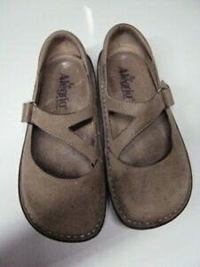 ALEGRIA Day 624 Shoes, Nurse Shoes, Mary Janes, Brown, Strap Closure Size 35 - 6