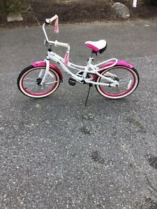 Schwinn Heart Bike Girls Purple16 Inch Wheels in Excellent Used Condition