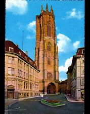 FRIBOURG (SUISSE) BANQUE & CATHEDRALE animée en 1971