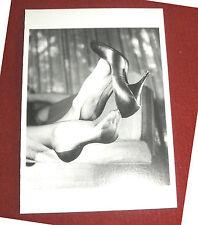 ELMER BATTERS Postkarte EROTIK Ak Fetisch feet Füße NYLONS stockings High Heels