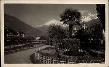 Merano Meran Italien s/w AK ~1920/30 Straßenpartie am Fluss Garten Palmen Berge