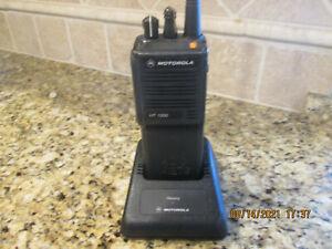 Motorola HT1000 VHF 16 channel  H01KDC9AA3DN  w/programming battery charger