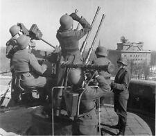 WW2 Photo WWII German Luftwaffe Flak Tower Crew 2 cm 20mm  World War Two / 2510