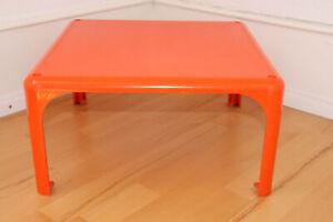 Demetrio 45 Beistelltisch von Vico Magistretti für Artemide Orange 60er Jahre