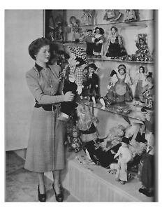 Shirley Temple w/ doll collection movie star 8x10 photo w/ border ST-1D