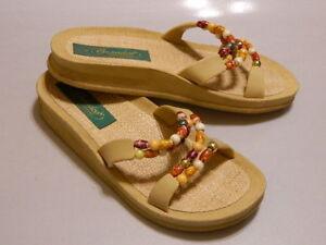 GRANDCO Women's Sandals Shoes Slides Bling Beads Ivory/Multi-Color Sz 6 EUC Rare