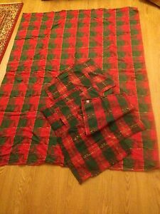 Lovely Holiday Table Cloth & Set Of 7 Place Mats