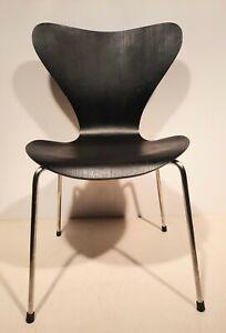 Fritz Hansen Arne Jacobsen Stuhl Serie 7 Modell 3107 schwarz  ( Saalbestuhlung )