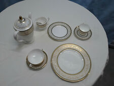 Minton 'Aragon' Dinnerware Service for 12 Plus Serving pieces 100 Items
