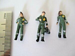 Model Railway People, Paramedics, hand painted Figures OO Gauge green