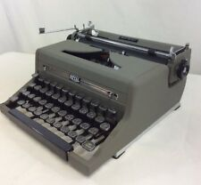 Vintage Royal Quiet De Luxe Manual Portable Typewriter Glass Keys 1949 Case Gray