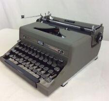 Vintage Royal Quiet De Luxe Manual Portable Typewriter Glass Keys 1949 Case Gray