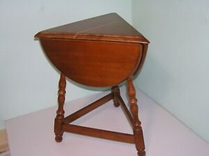 Beautiful O'Hearn MCM Early American Colonial 3 Drop Leaf Side End Table