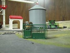 1/64 Custom Scratch-Cast Cattle Headgate - Green