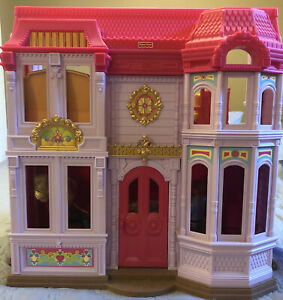 FISHER PRICE DOLL HOUSE 2010 Dollhouse Loving Family W/accessories
