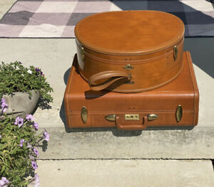 2~VINTAGE SAMSONITE 4620 SHWAYDER CAMEL HAT BOX AND TRAIN SUITCASE LUGGAGE SET